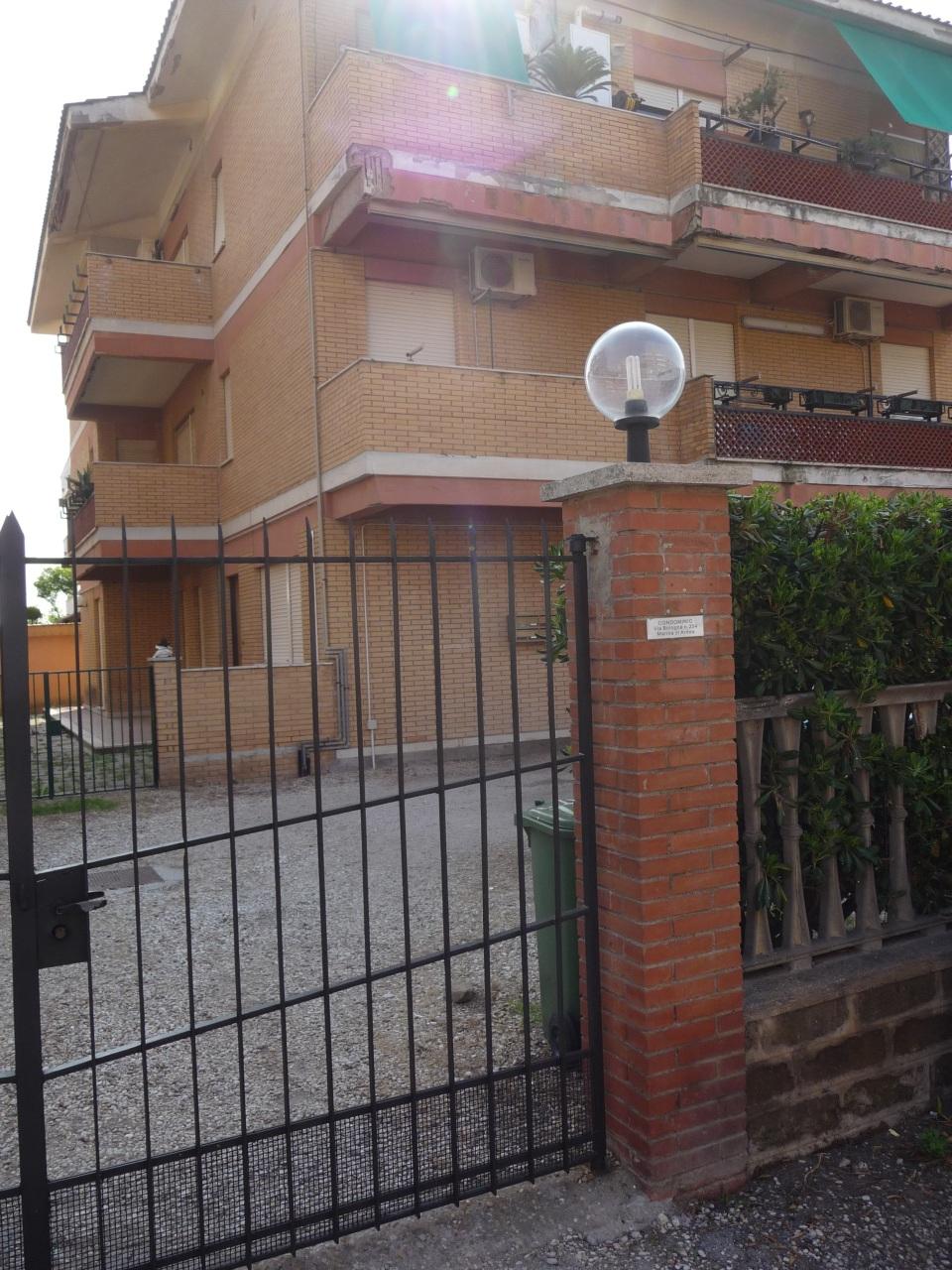 Appartamento in buone condizioni in affitto Rif. 8463611