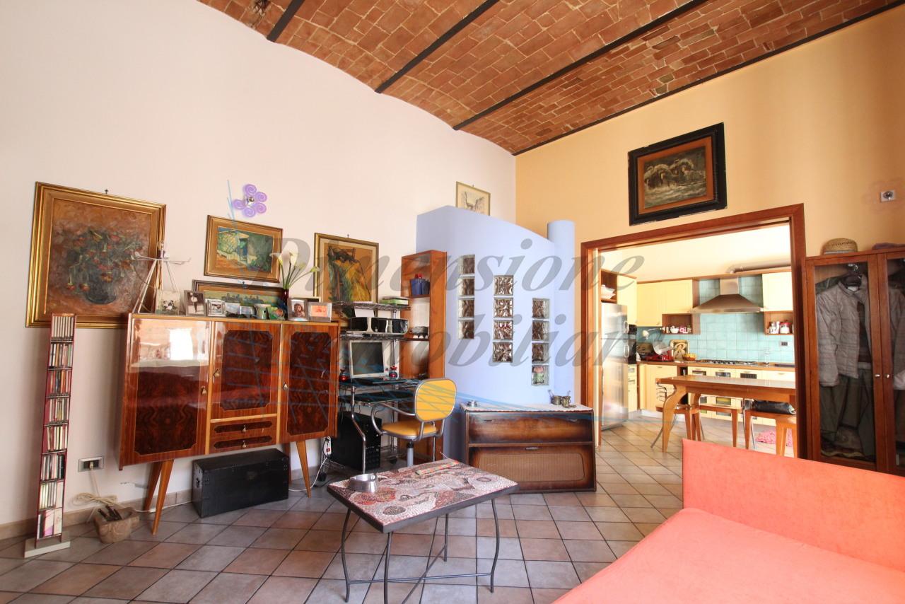 Appartamento in buone condizioni in vendita Rif. 9966344
