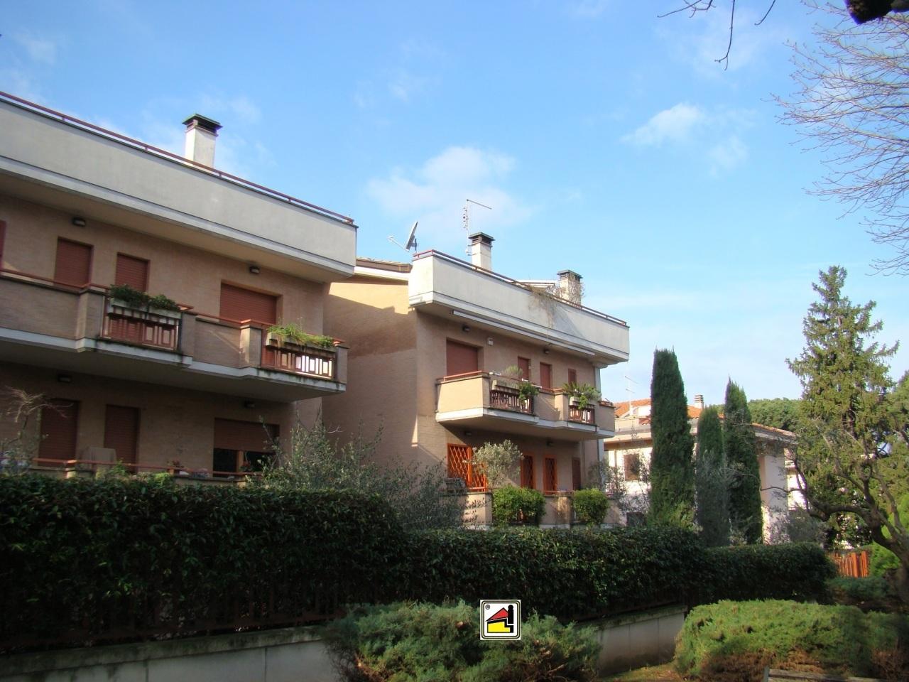 Appartamento in ottime condizioni in vendita Rif. 11375869