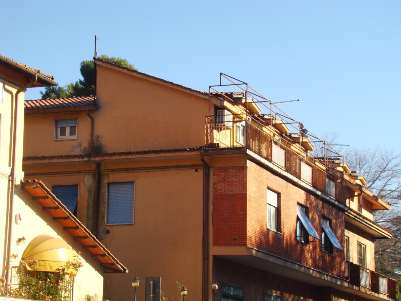 Appartamento da ristrutturare in vendita Rif. 10339541