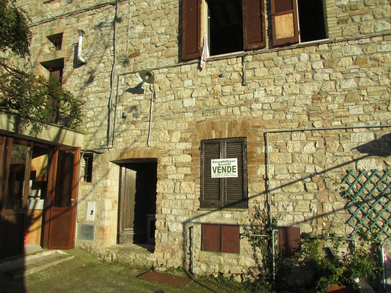 Appartamento in discrete condizioni in vendita Rif. 9588867