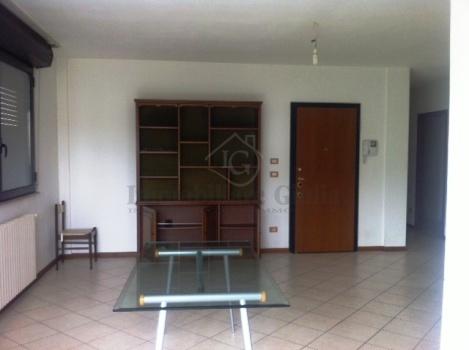 Quadrilocale in ottime condizioni arredato in affitto Rif. 11390156
