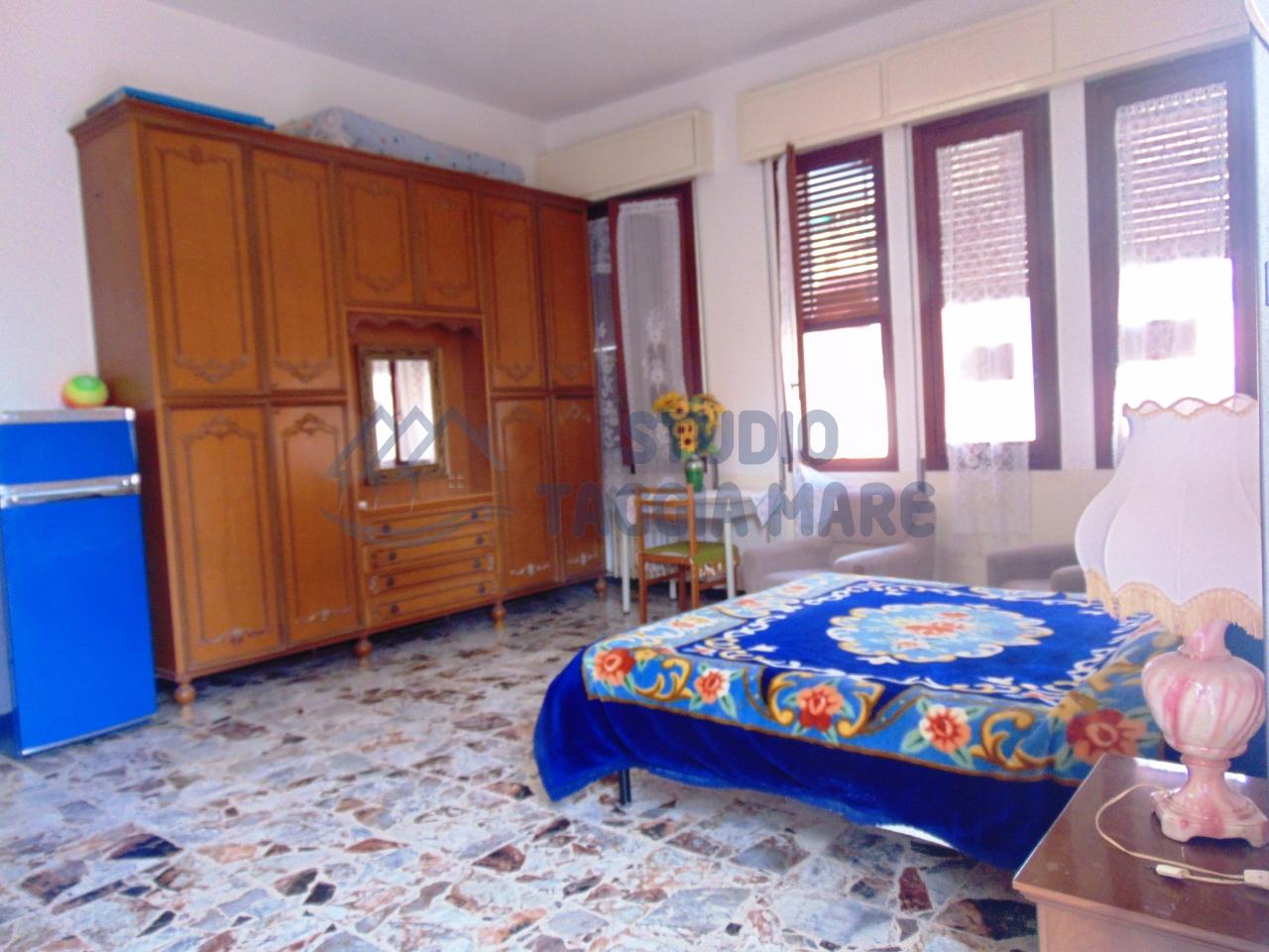 Appartamento in vendita a Taggia, 4 locali, prezzo € 289.000 | CambioCasa.it