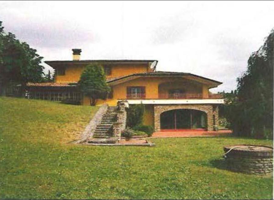 Villa in buone condizioni in vendita Rif. 11245548