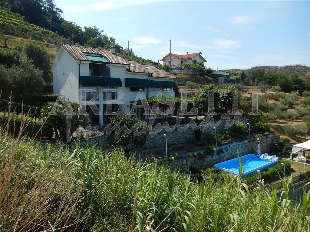 Villa in buone condizioni in vendita Rif. 7278416