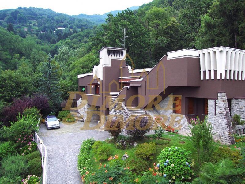 Villa a Schiera in vendita a Laveno-Mombello, 6 locali, prezzo € 320.000   CambioCasa.it