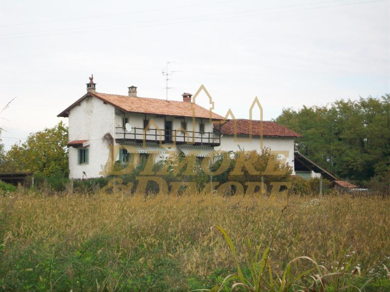 Rustico / Casale in vendita a Oleggio, 5 locali, Trattative riservate | CambioCasa.it