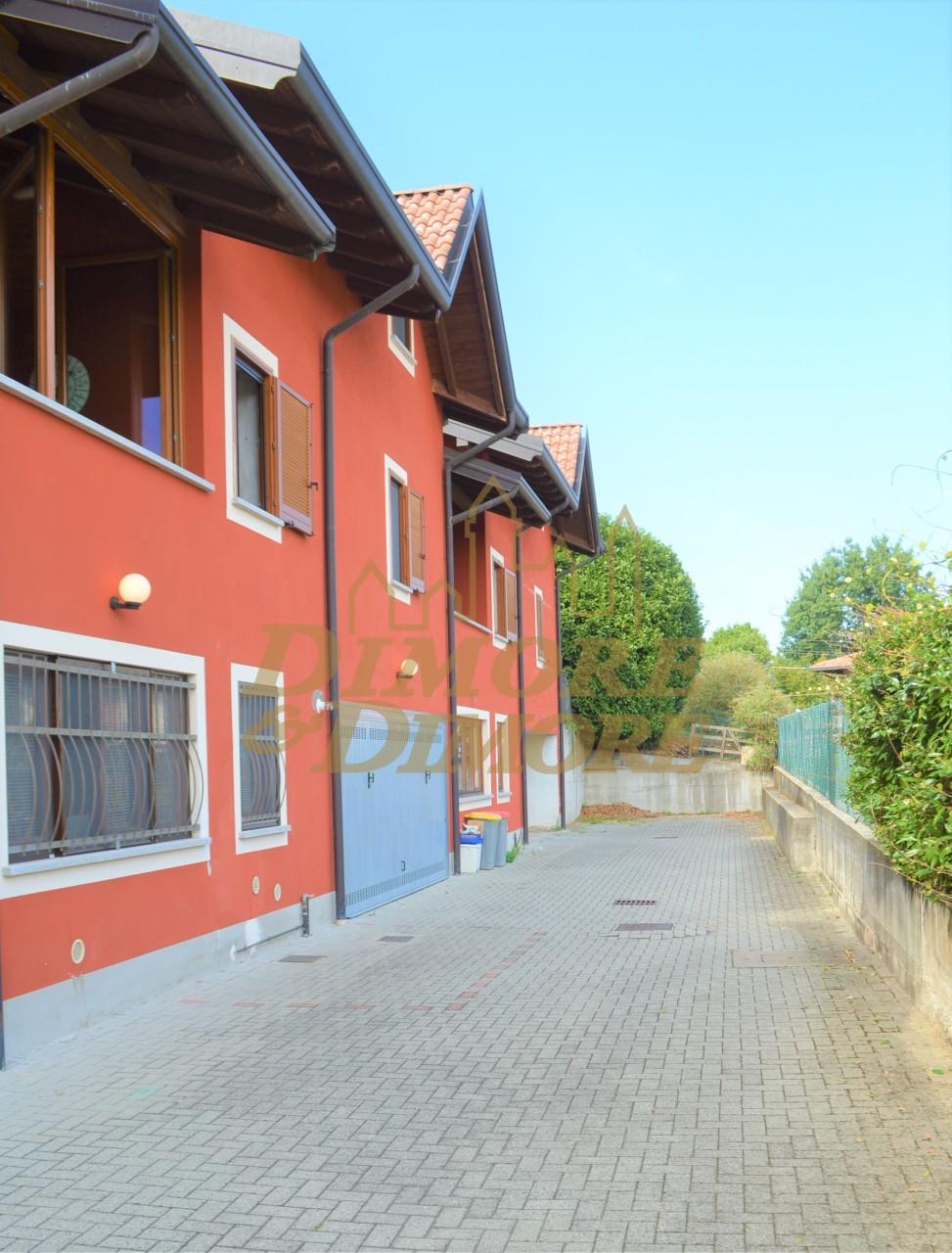 Villa a Schiera in Vendita a Agrate Conturbia