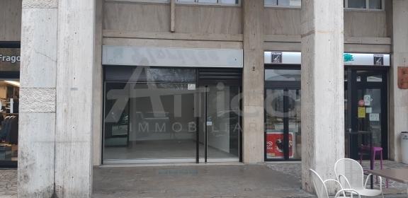 Negozio / Locale in affitto a Rovigo, 2 locali, prezzo € 650 | CambioCasa.it