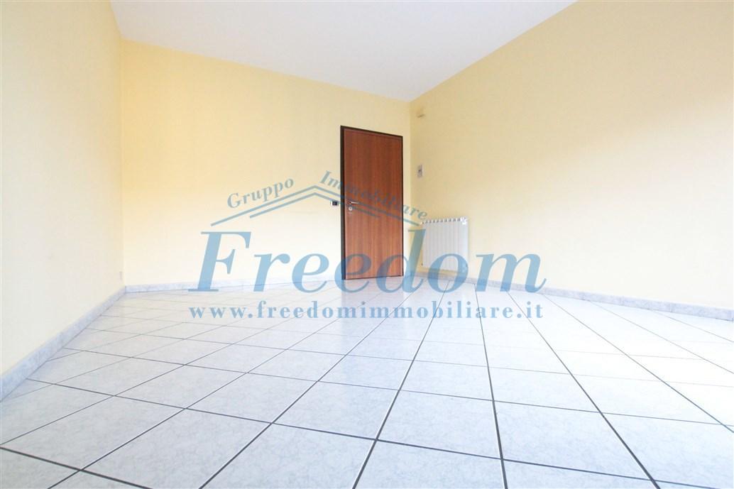 Appartamento in buone condizioni in affitto Rif. 10756370