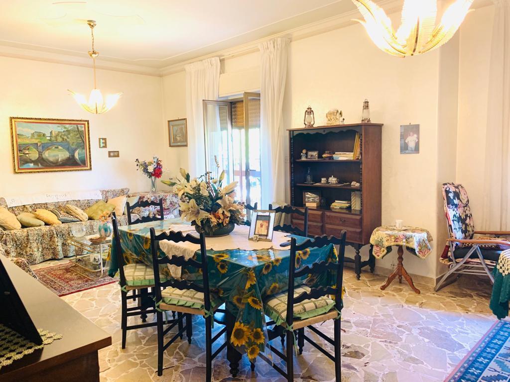 Appartamento in discrete condizioni in vendita Rif. 10553901