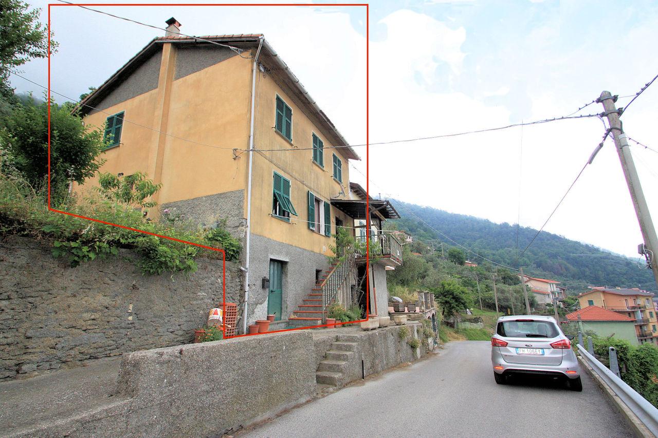 Porzione di casa in discrete condizioni in vendita Rif. 9209402