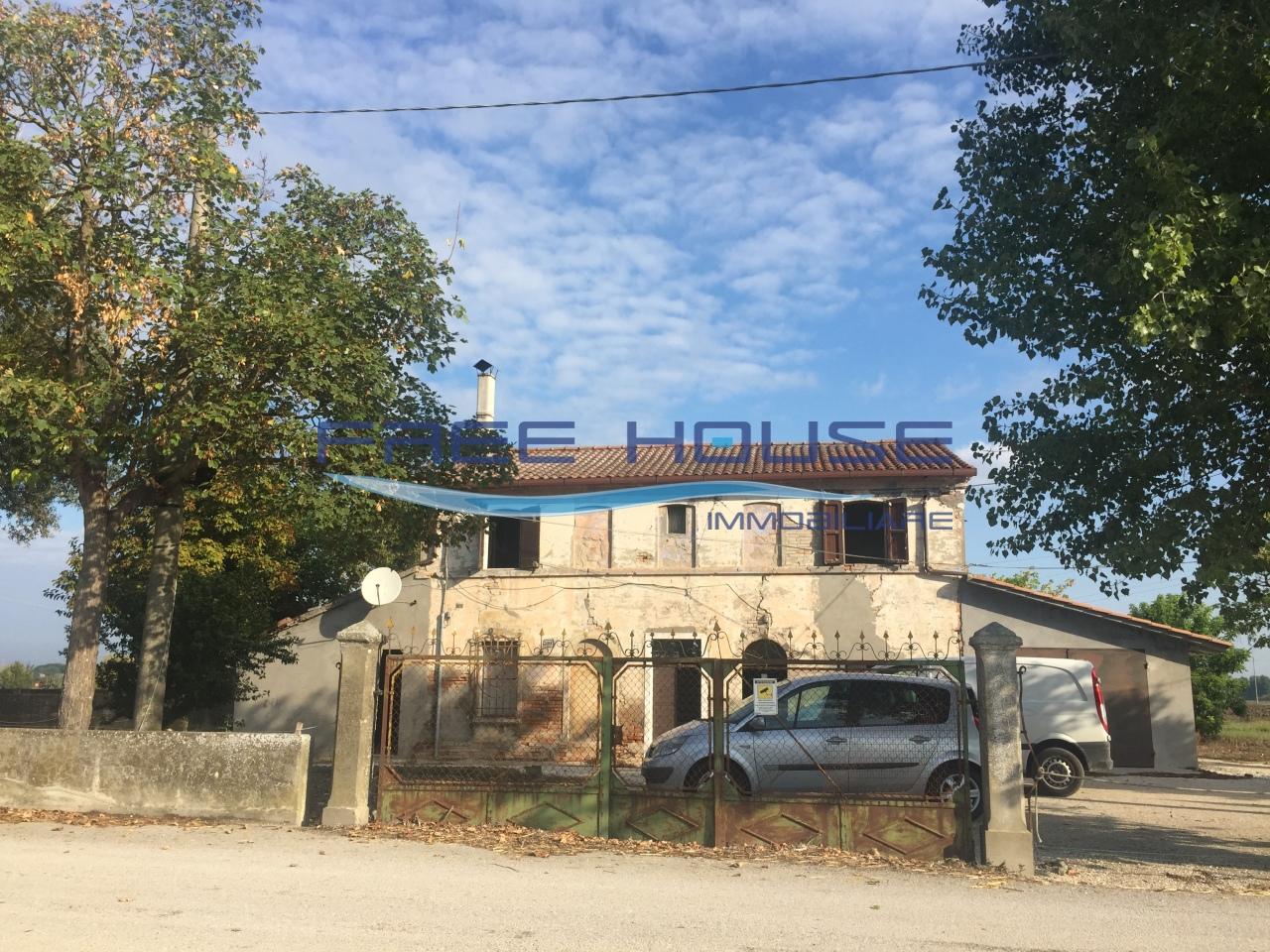 Rustico / Casale in discrete condizioni in vendita Rif. 4172052