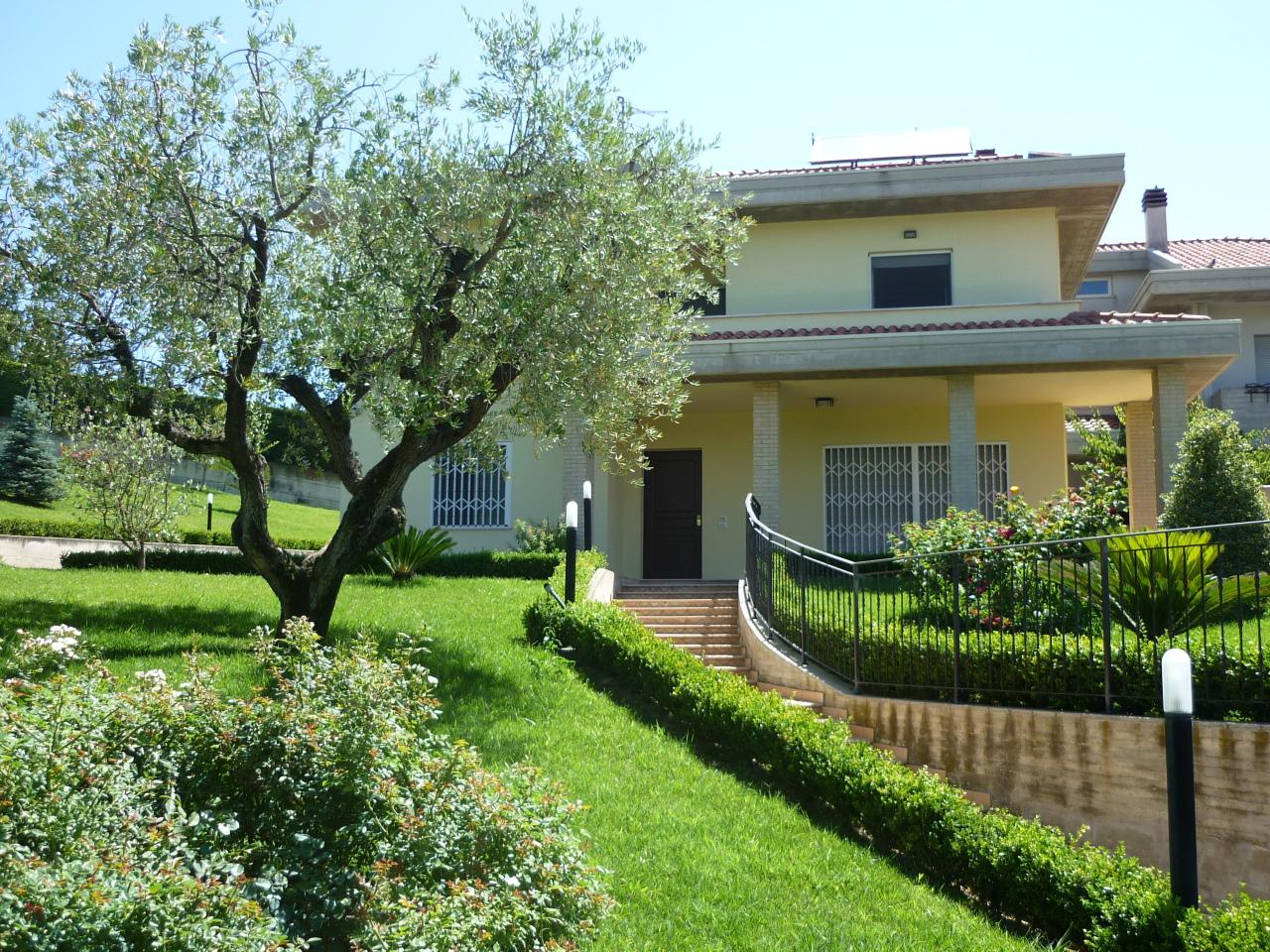 Casa Indipendente in ottime condizioni in vendita Rif. 8353250