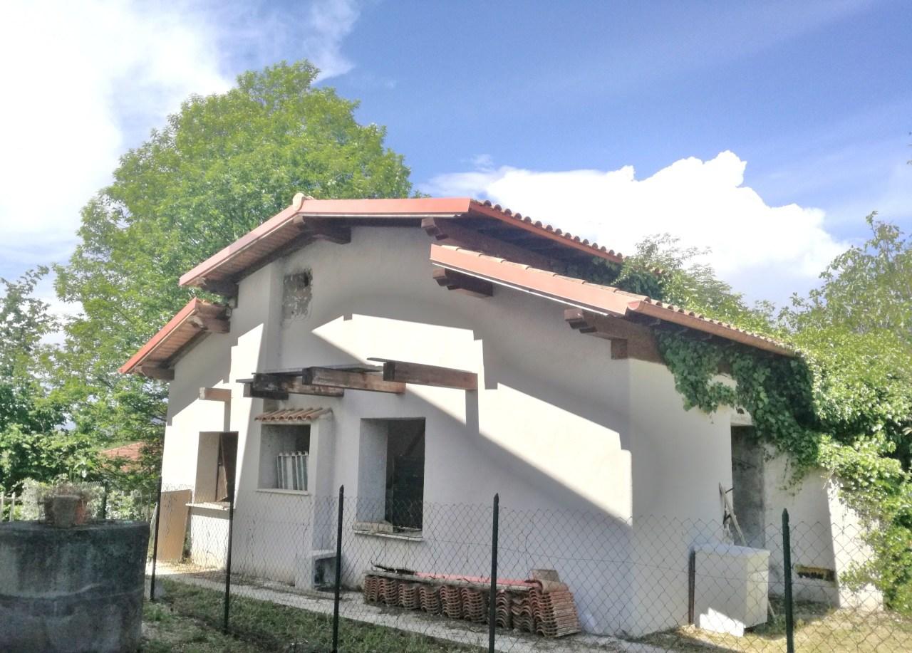 Porzione di casa in discrete condizioni in vendita Rif. 7869665
