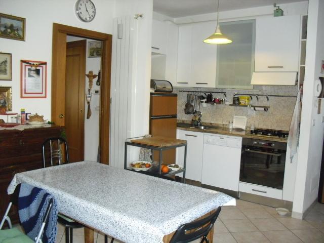 Appartamento in buone condizioni in vendita Rif. 8921354