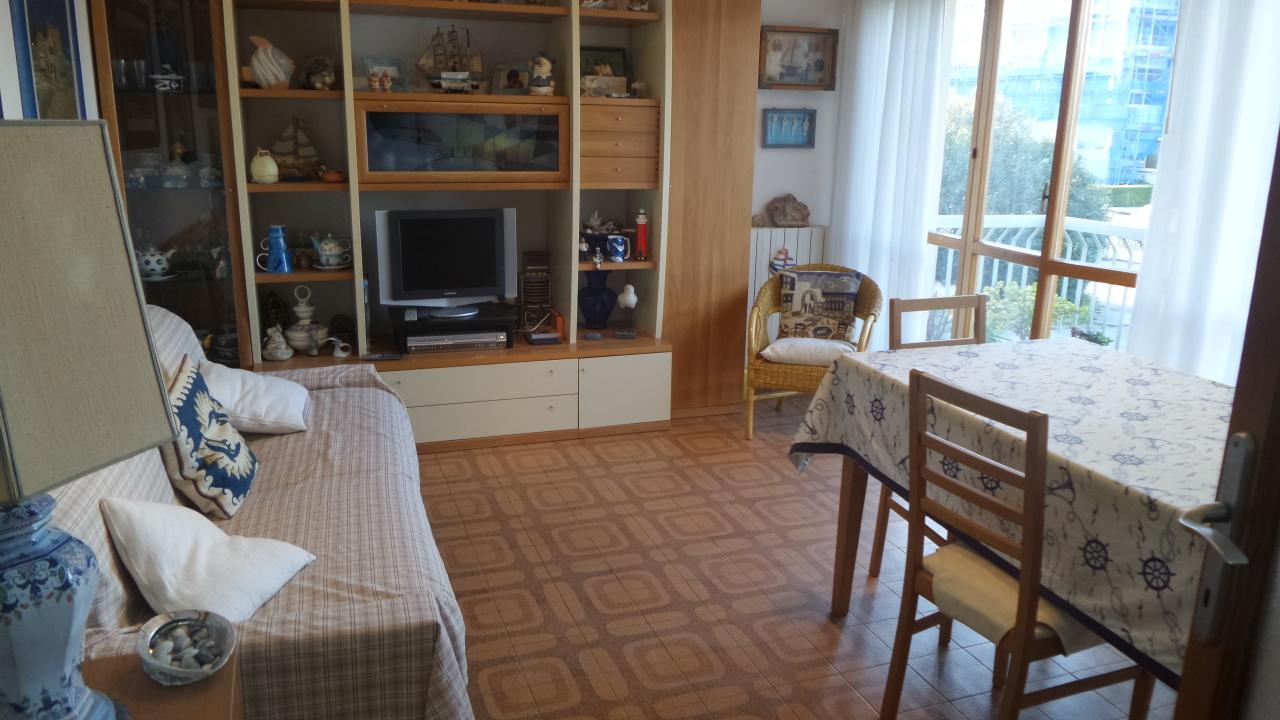 Appartamento in buone condizioni arredato in affitto Rif. 8558866