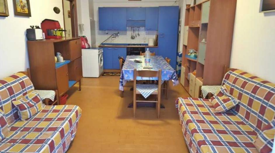 Appartamento in buone condizioni arredato in affitto Rif. 9389207