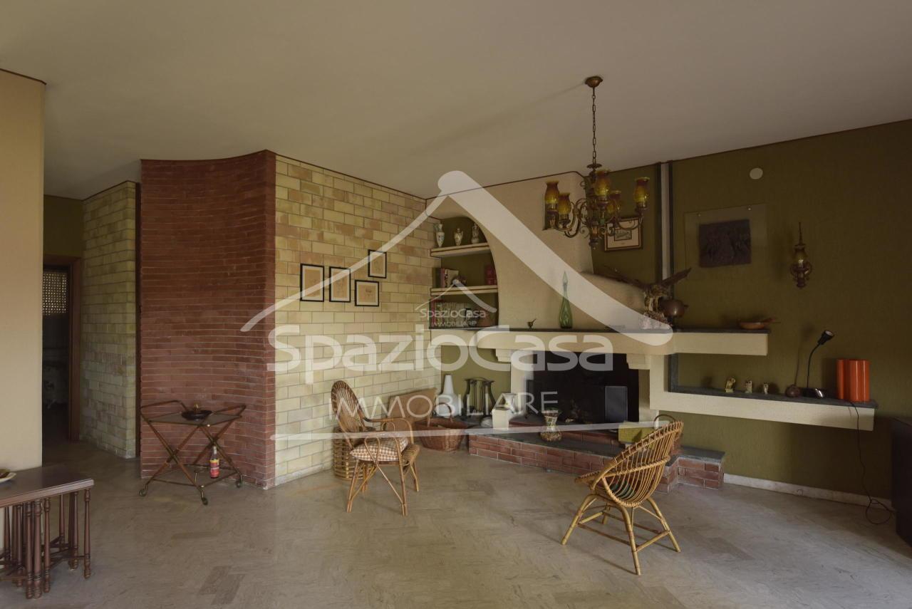 Villa in vendita a Città Sant'Angelo, 8 locali, prezzo € 380.000 | CambioCasa.it