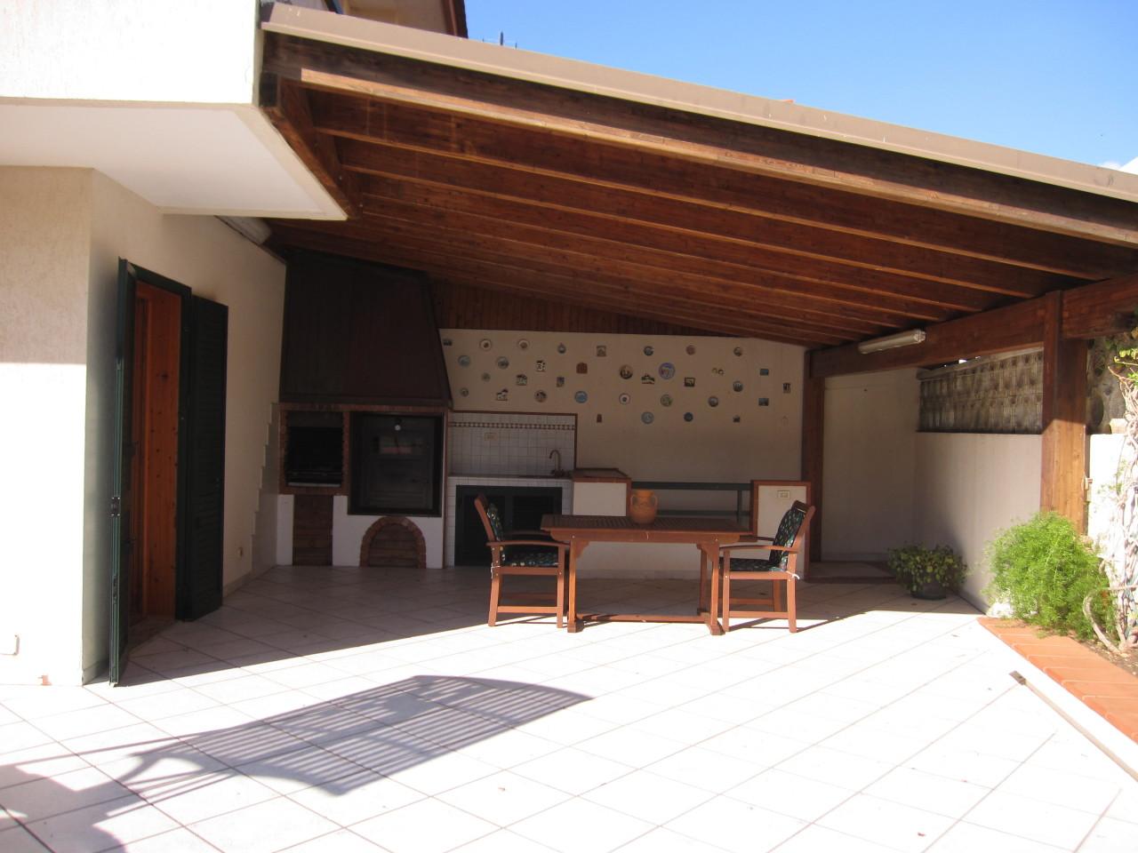Villa in ottime condizioni arredato in affitto Rif. 11077501
