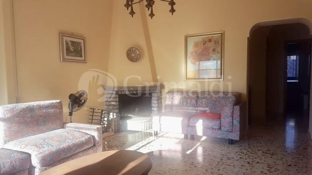 Appartamento in buone condizioni arredato in affitto Rif. 8859162