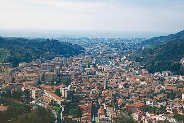 Locale commerciale - Oltre 3 vetrine a Avenza, Carrara Rif. 4168421