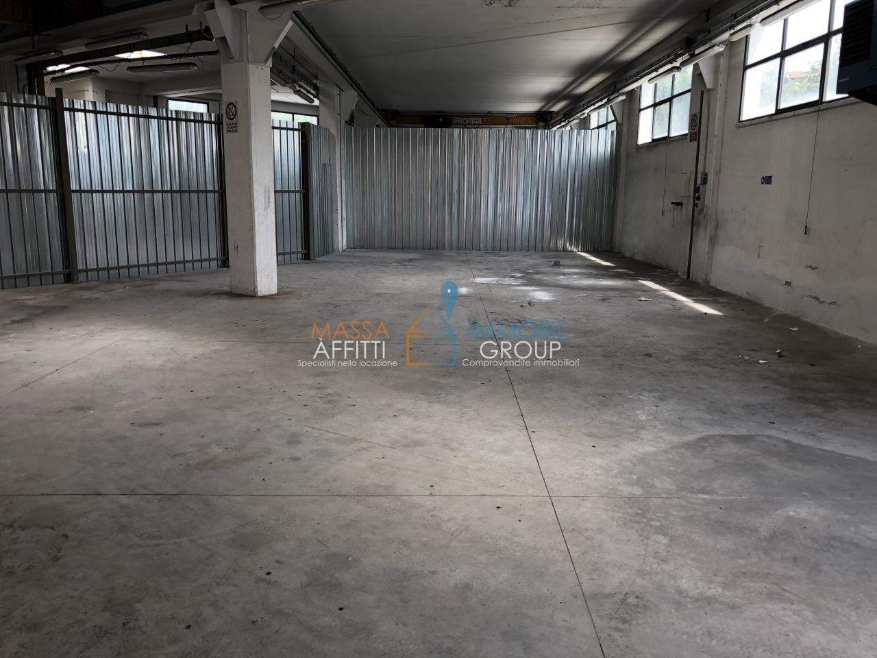 Capannone / Fondo - Industriale/Artigianale a Avenza, Carrara