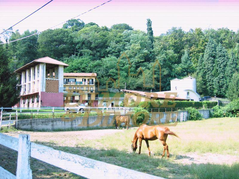 Rustico / Casale in vendita a Miasino, 5 locali, prezzo € 1.500.000 | CambioCasa.it