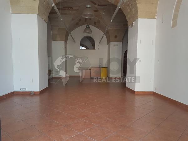 IN ZONA AD ALTO FLUSSO VEICOLARE Lecce