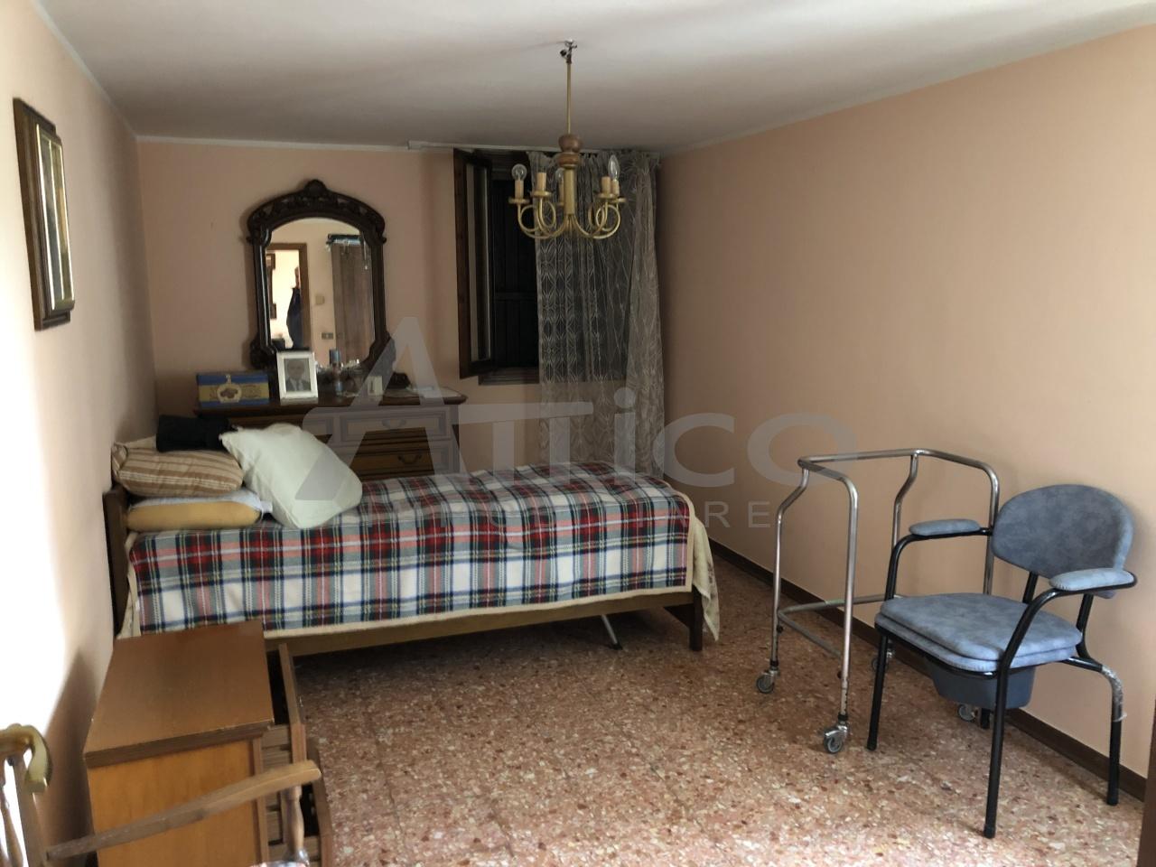 Villetta a schiera da ristrutturare arredato in vendita Rif. 8572891