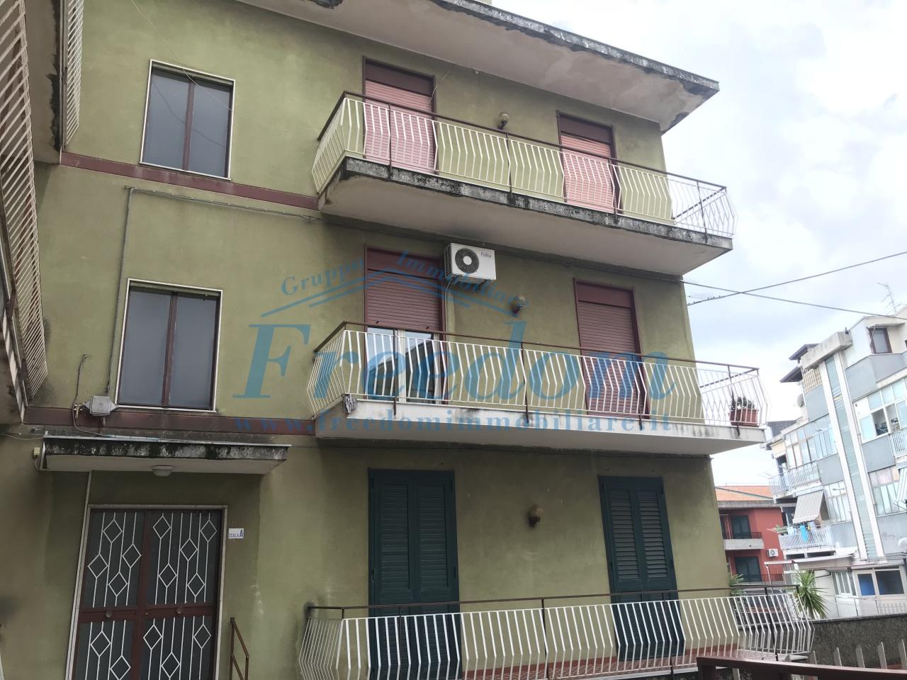 Appartamento in buone condizioni in affitto Rif. 8226514