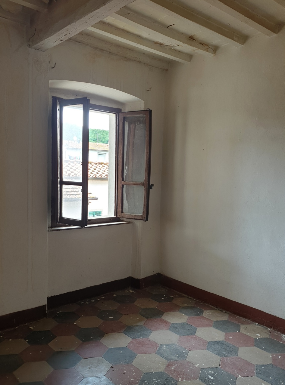 Appartamento in discrete condizioni in vendita Rif. 10452193