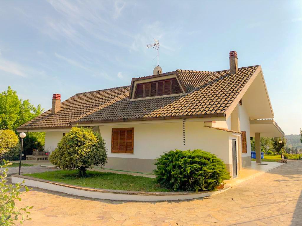 Villa da ristrutturare in vendita Rif. 11003149