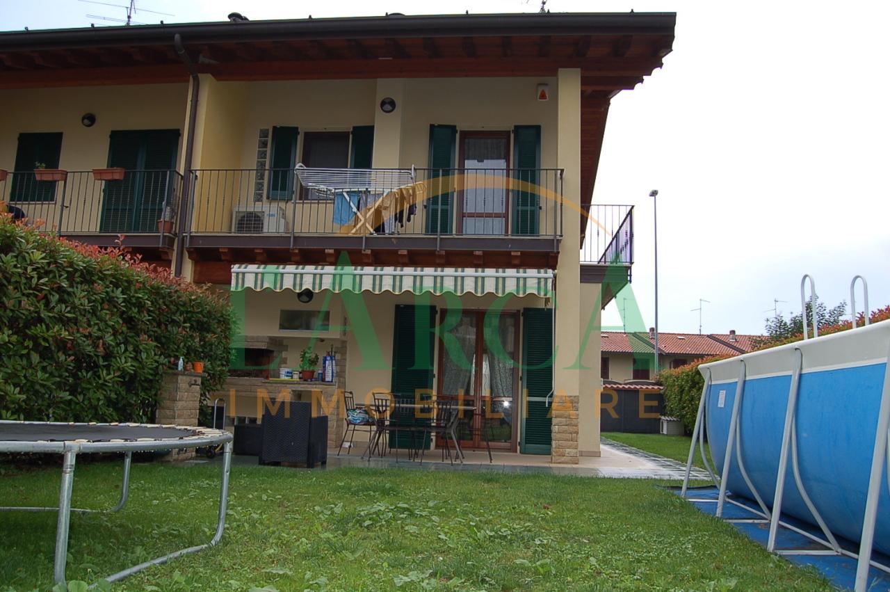 Villetta a schiera in ottime condizioni in vendita Rif. 10424764