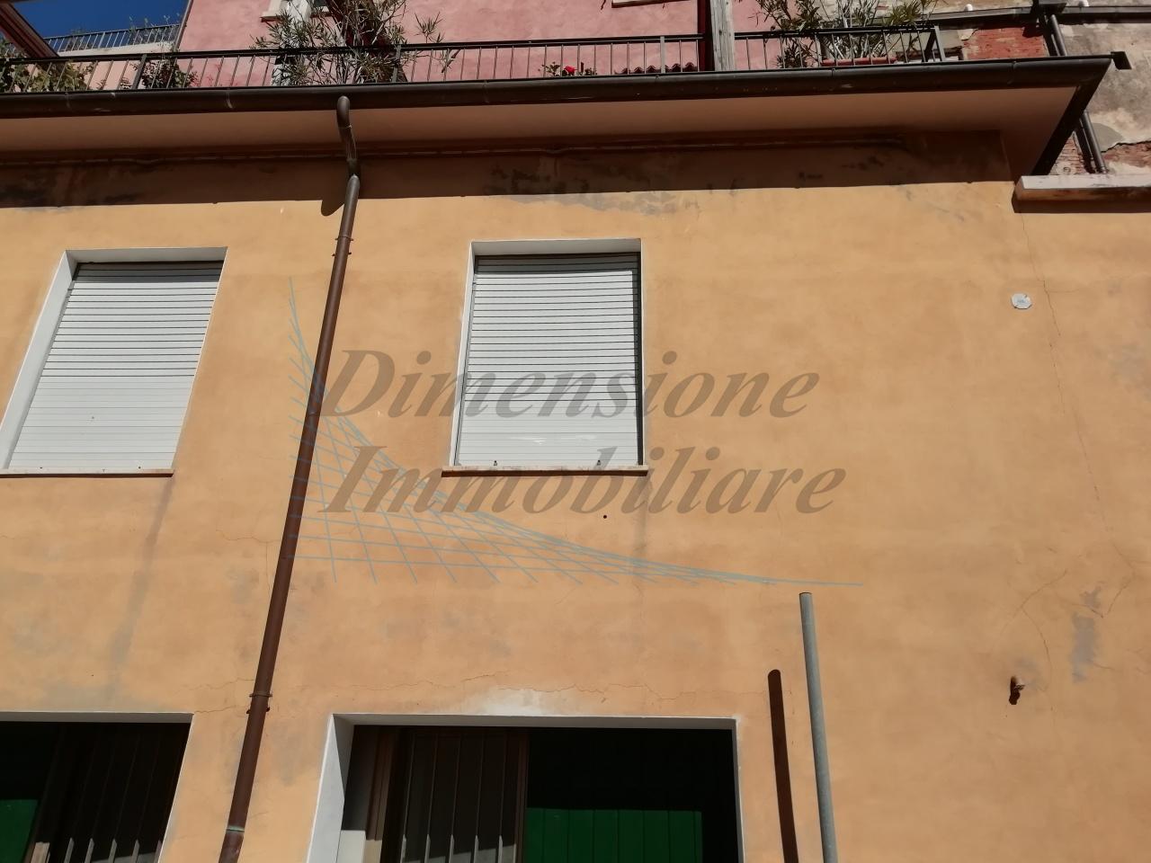 Appartamento in discrete condizioni in vendita Rif. 8604712