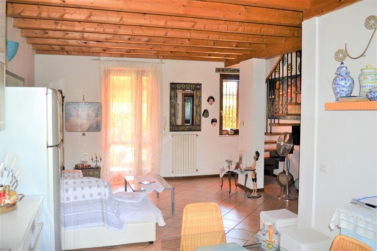 Villetta a schiera in buone condizioni in vendita Rif. 11983748