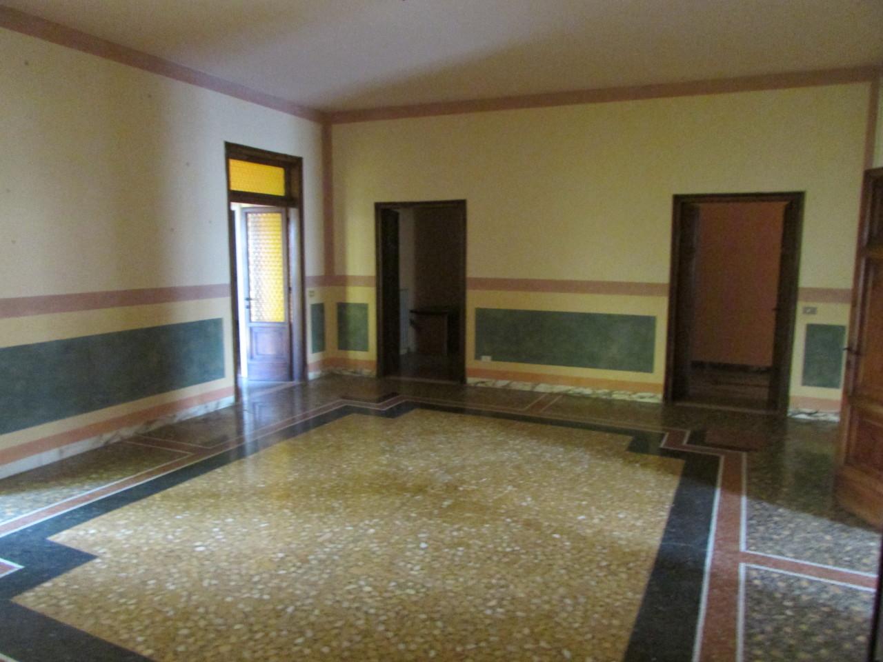 Appartamento in buone condizioni in vendita Rif. 9268232