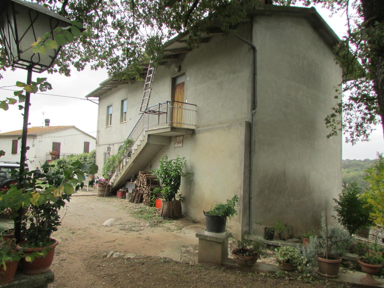 Appartamento in discrete condizioni in vendita Rif. 11534431