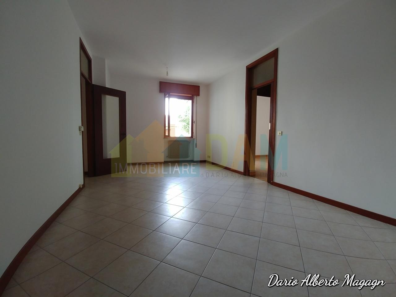 Bilocale in buone condizioni in affitto Rif. 10957877
