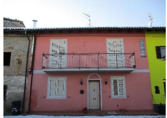 Porzione di casa in discrete condizioni in vendita Rif. 12389185