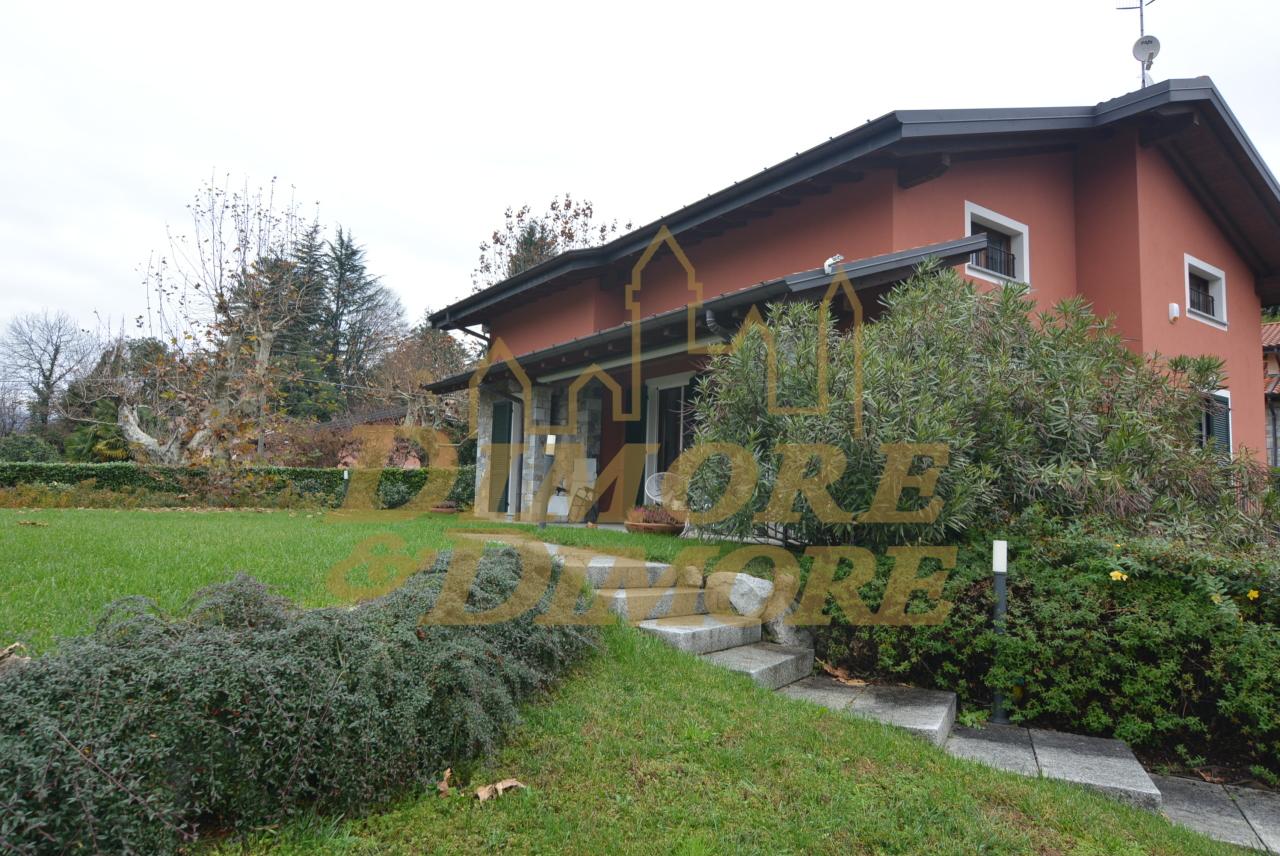 Villa in Vendita a Laveno-Mombello