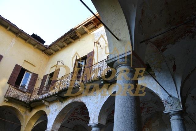 Rustico / Casale in vendita a Miasino, 20 locali, prezzo € 475.000 | CambioCasa.it