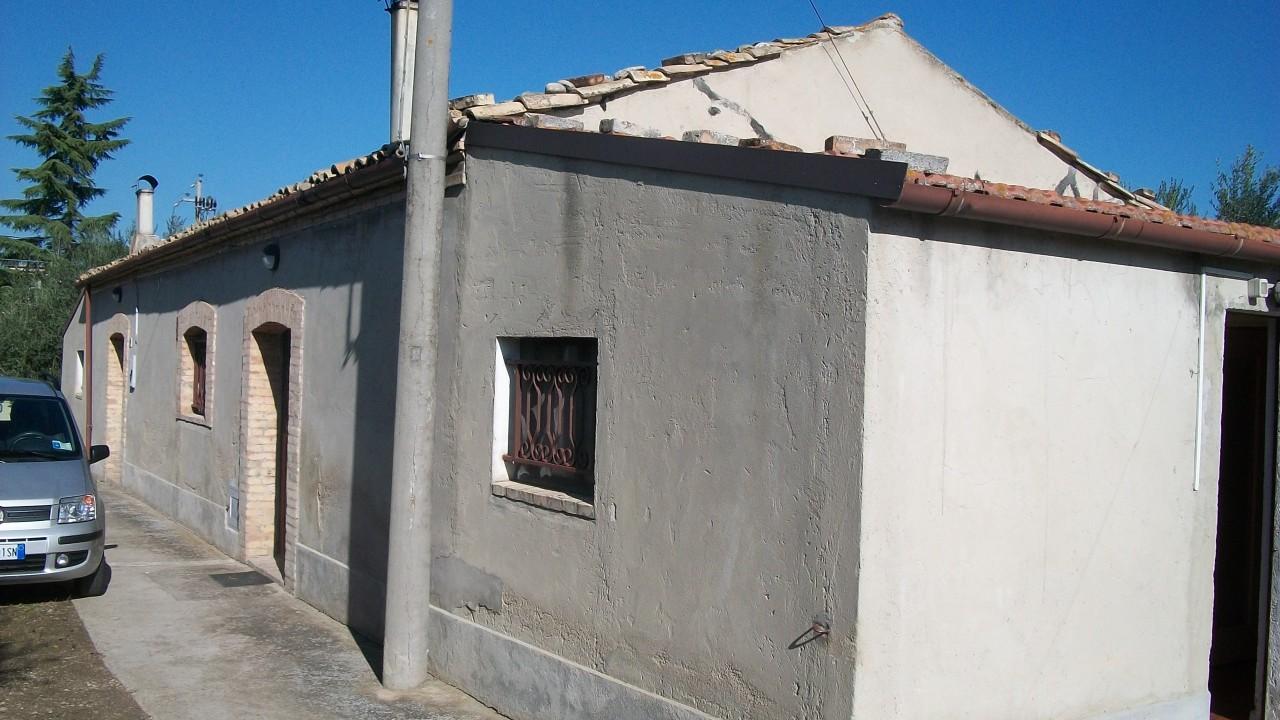 Rustico / Casale in discrete condizioni in vendita Rif. 4170723