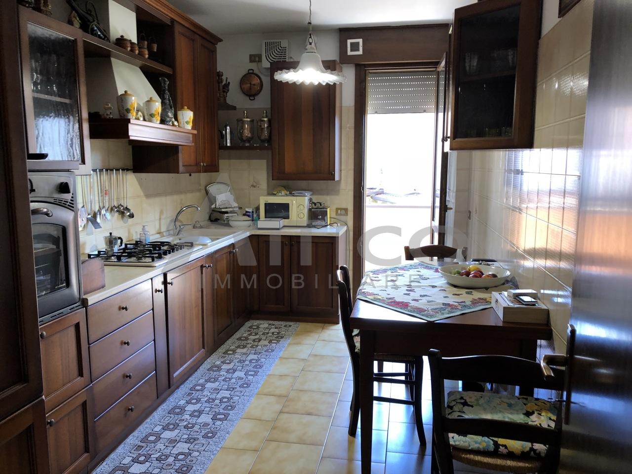 Appartamento in vendita a Rovigo, 6 locali, prezzo € 110.000 | CambioCasa.it