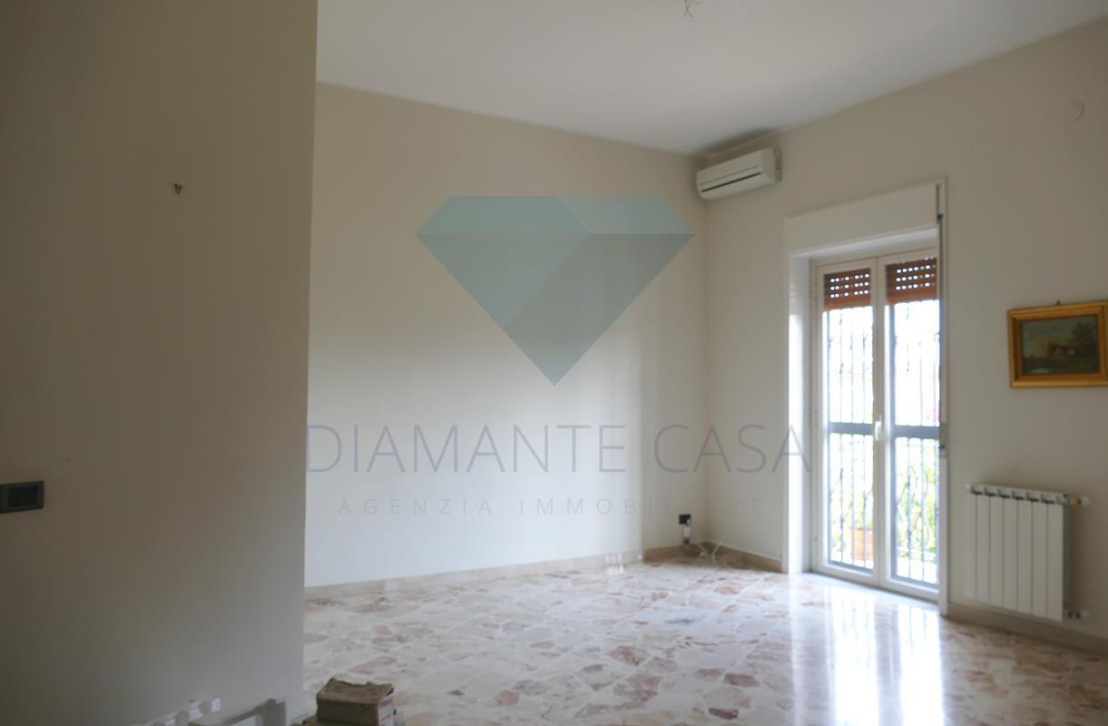 Appartamento in ottime condizioni in affitto Rif. 6488099