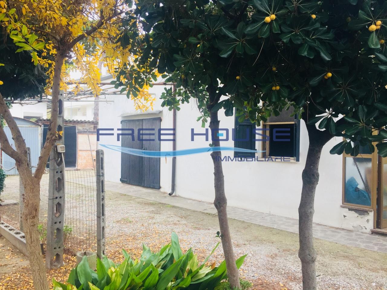 Villa in discrete condizioni in vendita Rif. 10055863