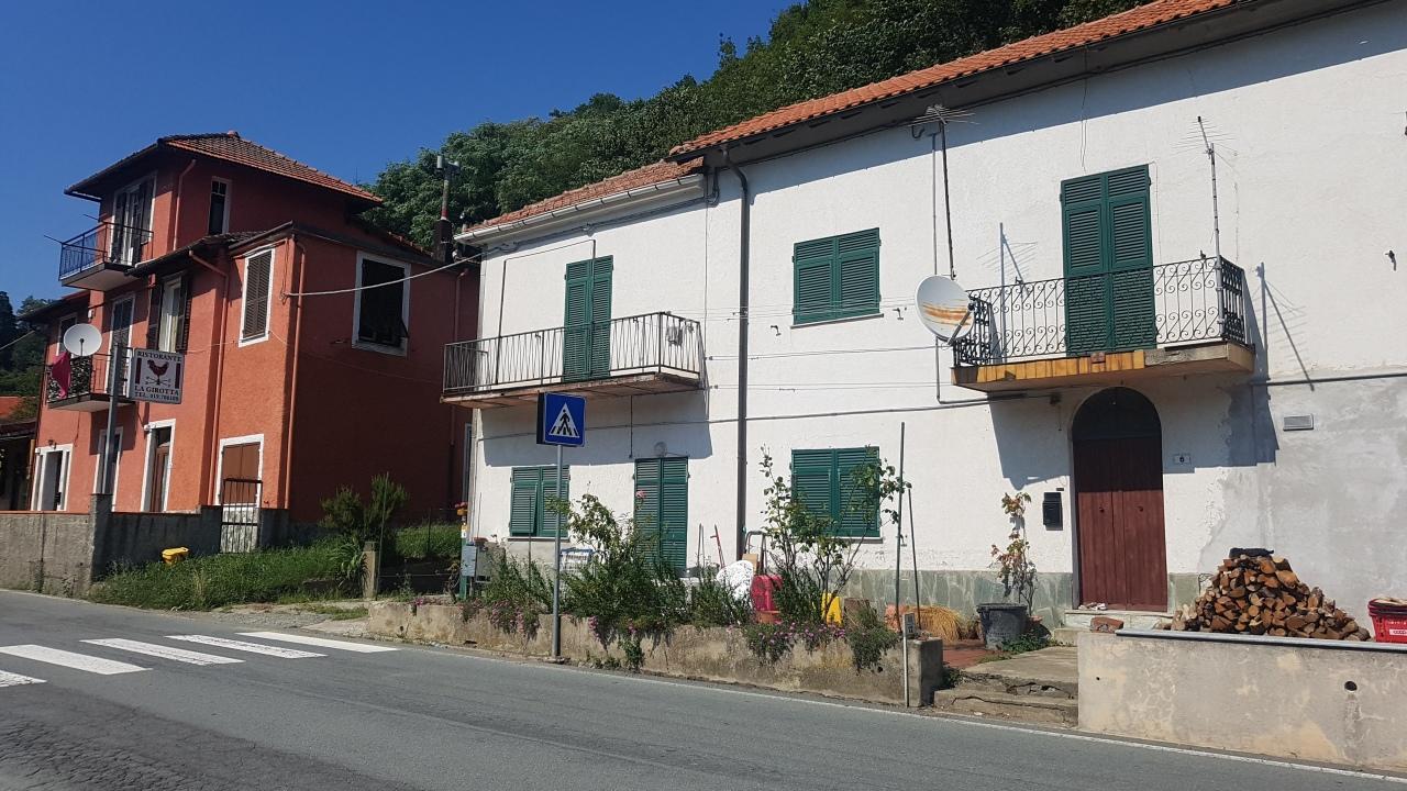Appartamento in buone condizioni in vendita Rif. 8983425