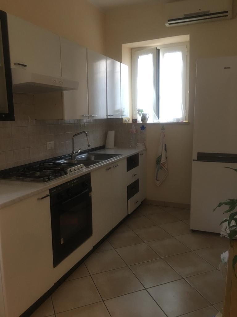 Trilocale in buone condizioni arredato in affitto Rif. 11197602