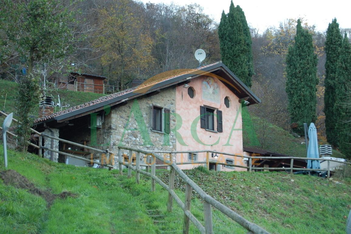 Villa in buone condizioni in vendita Rif. 11651963