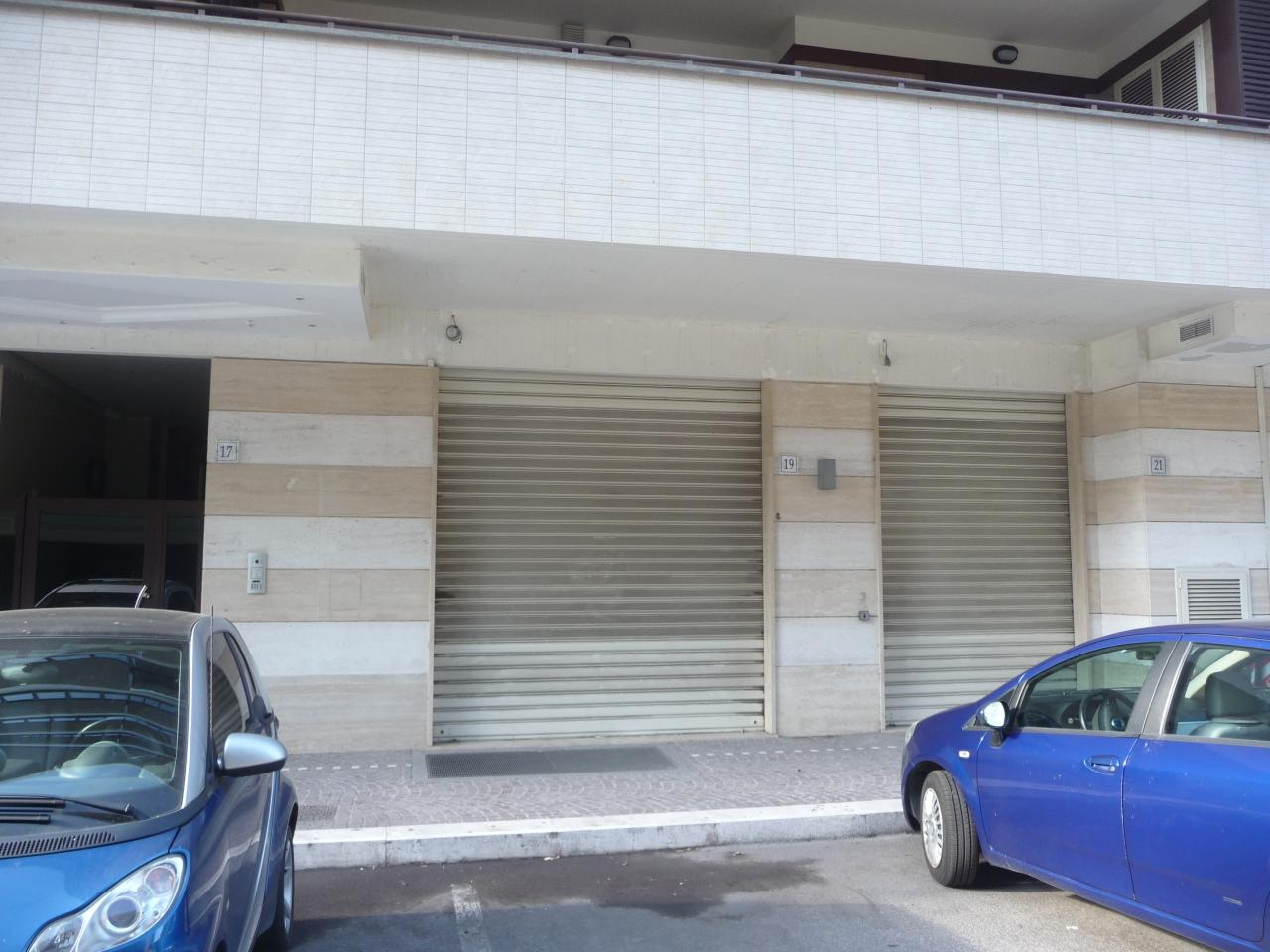 Locale commerciale - 2 Vetrine a Roma Rif. 11460799